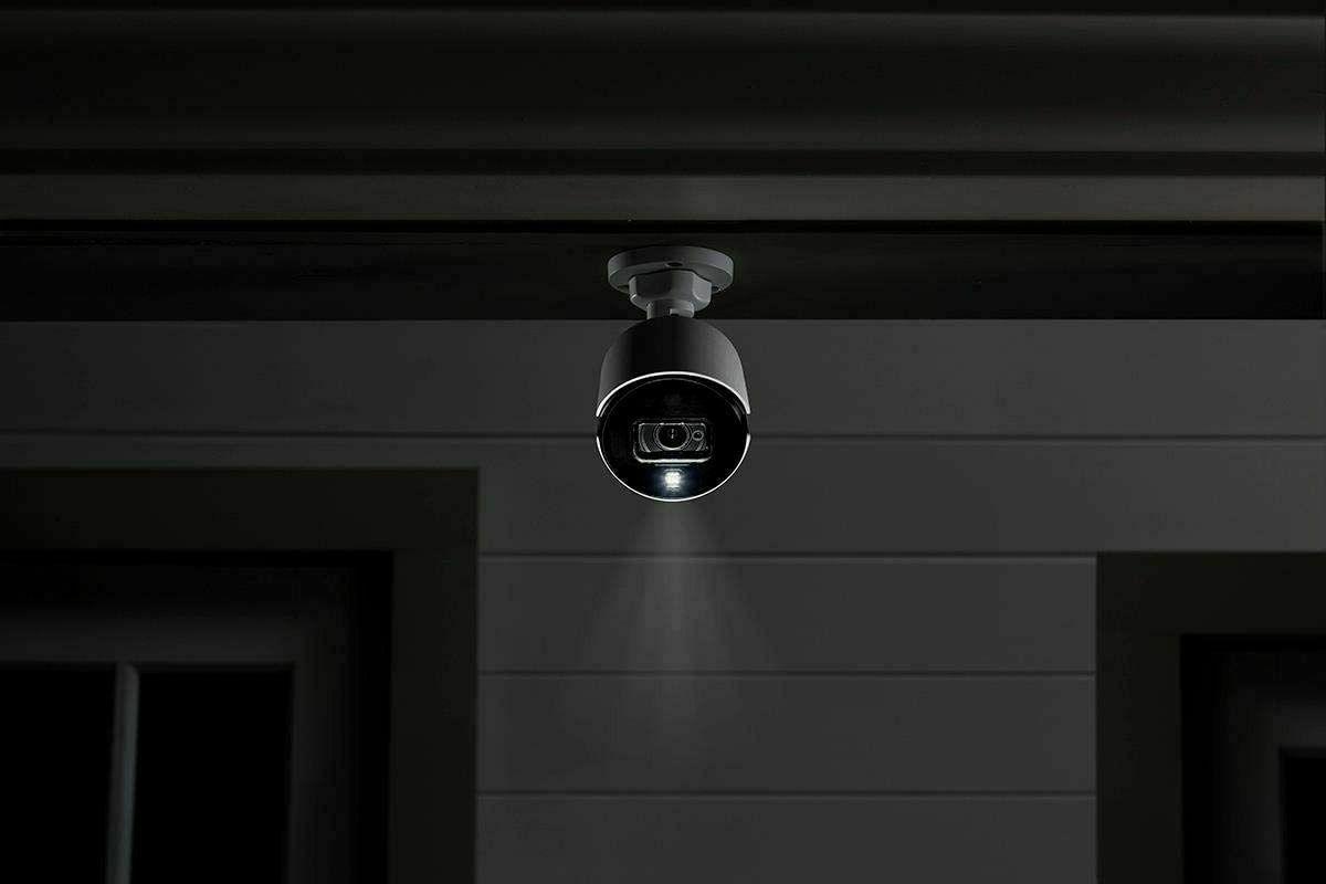 Lorex C881DA 4k Active Deterrence BNC Security Camara W/ Vision